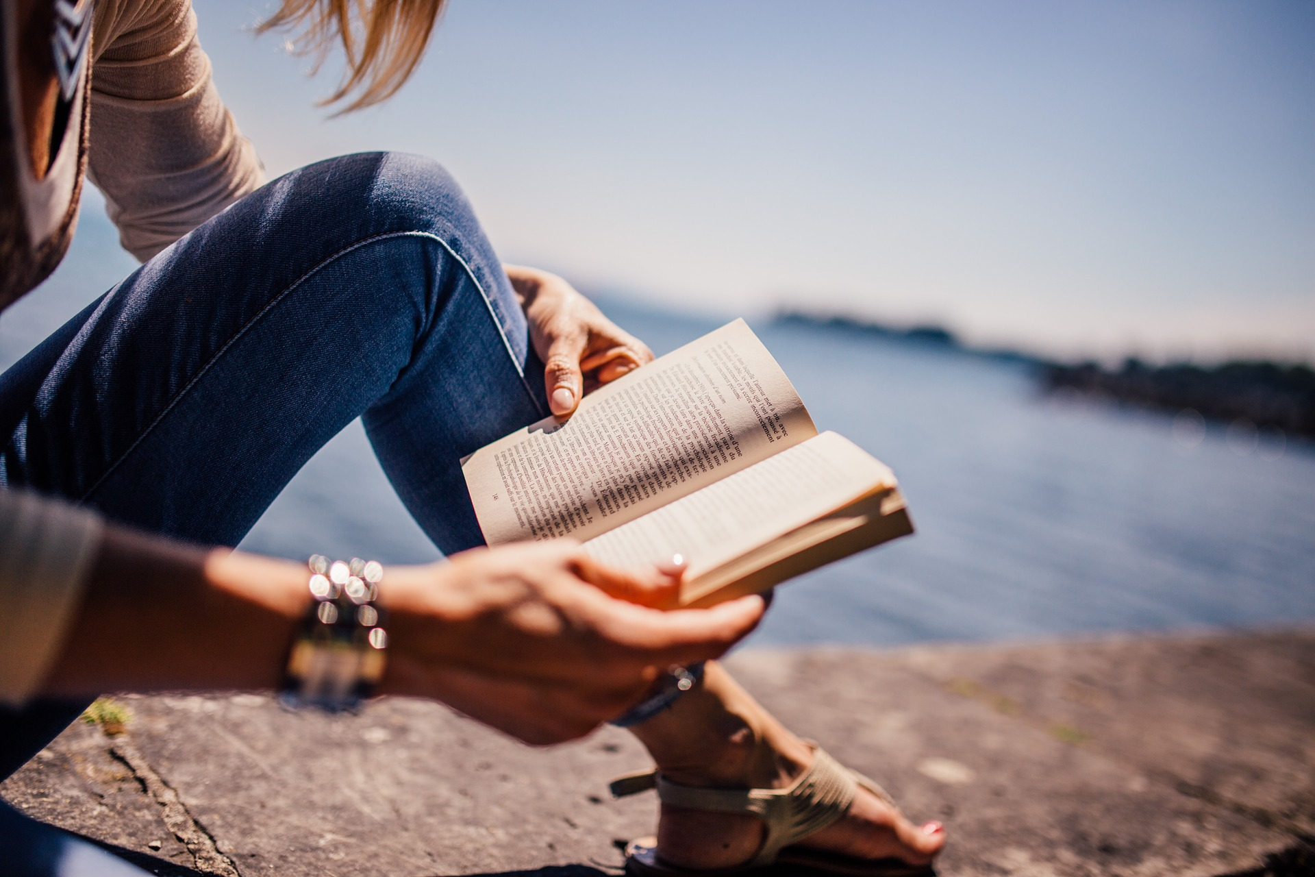 5 Tips to Finish Reading Any Books in Less Than 2 Weeks